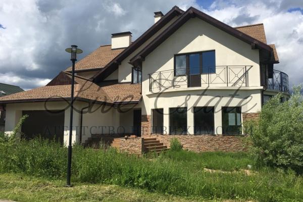 просторный кирпичный дом, площадью 400 м2 под отделку в охраняемом жилом поселке. в ...